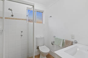 Deluxe Family Room Bathroom at Buccaneer Motel Long Jetty NSW
