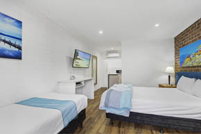 Deluxe Twin Room at Buccaneer Motel Long Jetty NSW